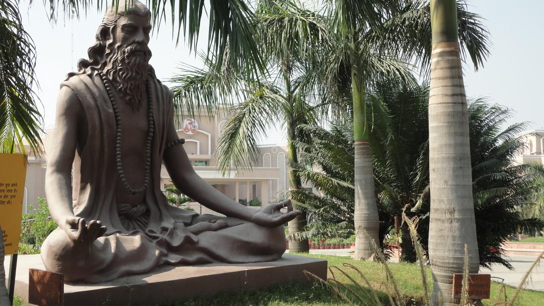 ppunti di viaggio: India - statua di Maharishi Patanjali